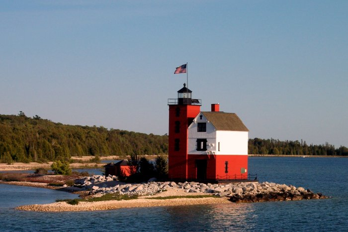 round-island-lighthouse-mackinac