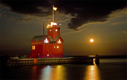 Painting the Big Red Lighthouse,photo by Darrell Gulin