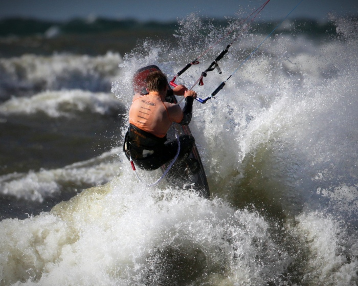 Kitesurfer in Michigan Surf