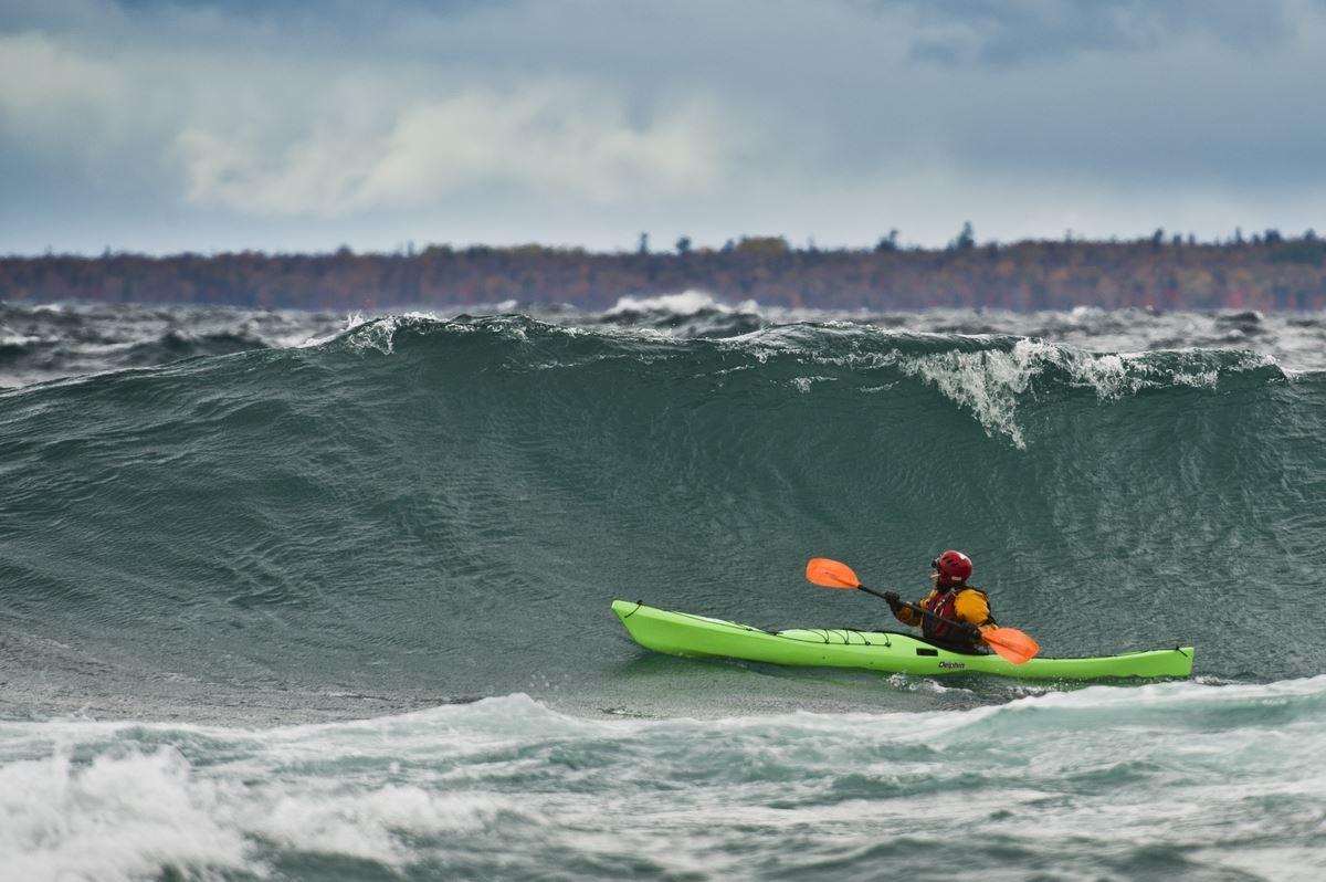 kayaking-lake-superior