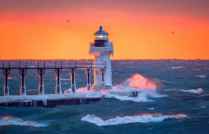 golden-light-at-the-lighthouse-by-photojacko-jackie-novak