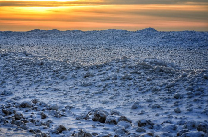 shoreline-ice-on-lake-michigan