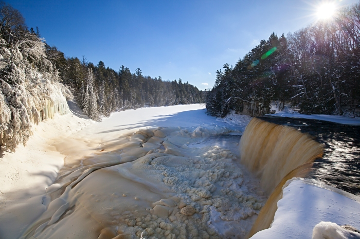 winter-at-tahquamenon-falls