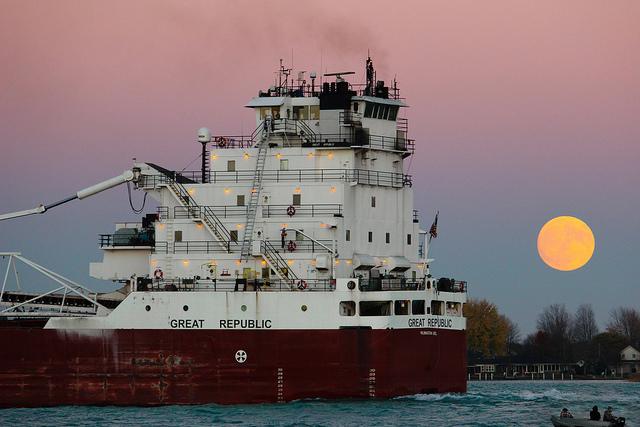 freighterwatching-moonchasing