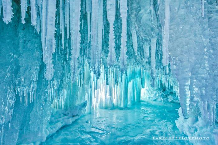 lake-superior-brilliant-ice-curtains