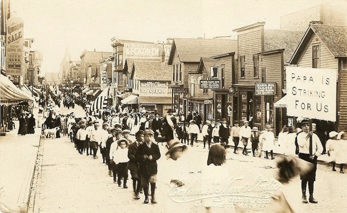1913 : Calumet Copper Miners Strike Children's Parade