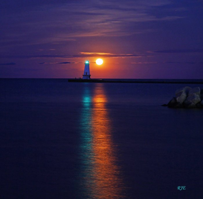 Moon Beam & LIghthouse by RJE