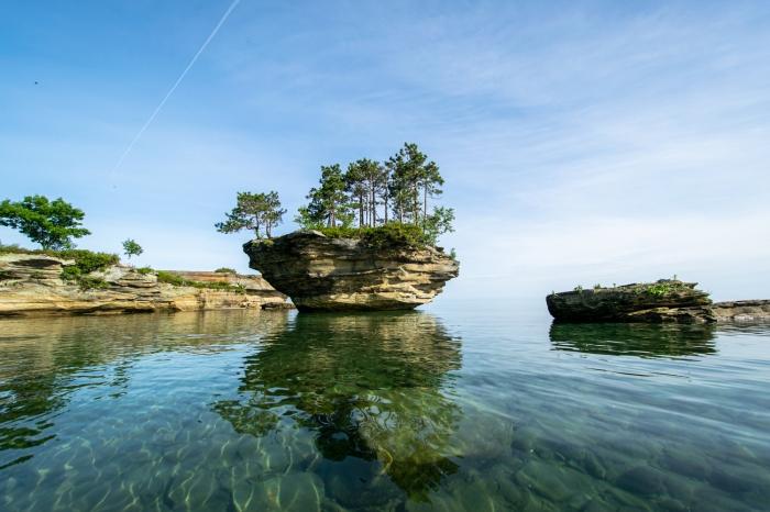 Turnip Rock in clear water by DjOOF